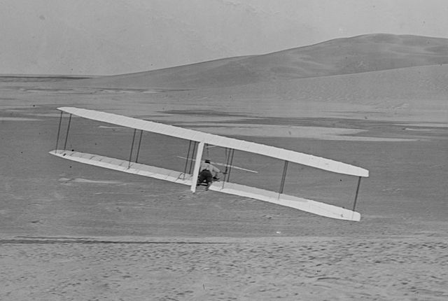 640px-1902_Wright_glider_turns
