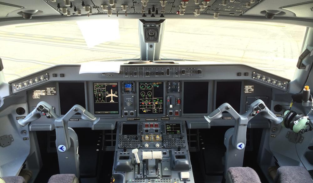 embraer175-cockpit