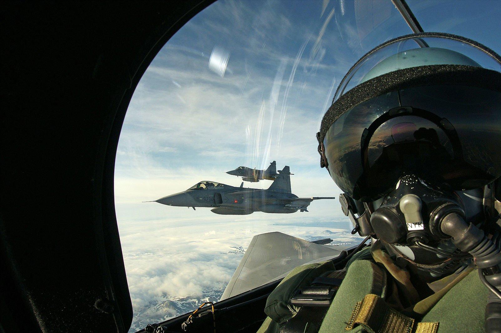 Selfie_in_a_Czech_Saab_Gripen_as_it_patrols_Icelandic_airspace
